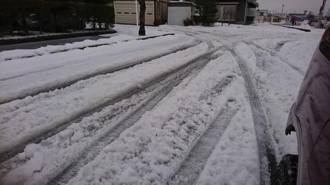 秋田市 雪の轍 (1)