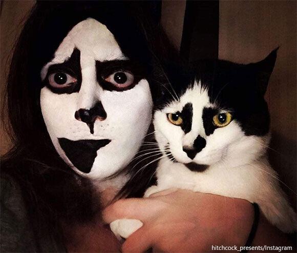 般若ロックな模様を持つ猫、飼い主が同様の模様をメイクしたところ絶妙のツーショットに