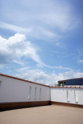 大空を独占する屋上テラス