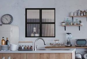 キッチンに室内窓・ステンドガラス