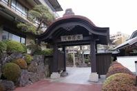 古屋旅館の門�