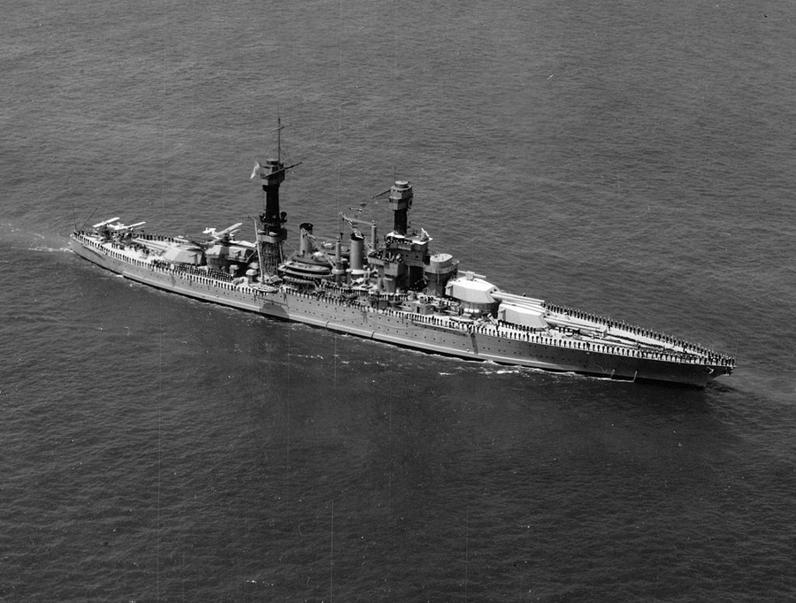 USS_Maryland_at_1927_naval_review