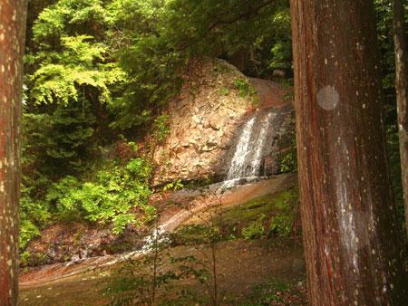龍穴横の滝