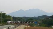 八ヶ岳(20140520)あずさ4号と登校中の小学生