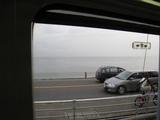 江ノ電から見た湘南の海(七里ヶ浜)