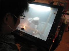 サンドブラスト体験(マグカップ[陶器黒])制作中