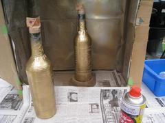 塗装工(「新」塗料でサンプル制作:塗装中)