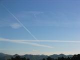 三日月と飛行機雲
