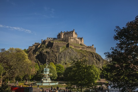 edinburgh-castle-4990684_1920