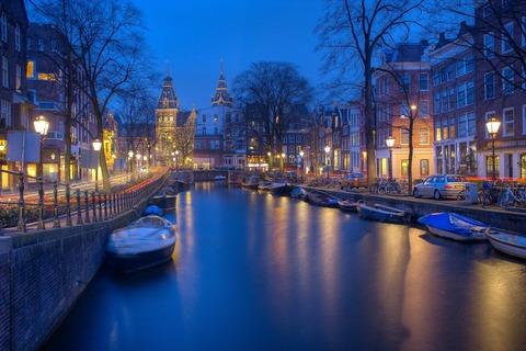 amsterdam-1150319_1920