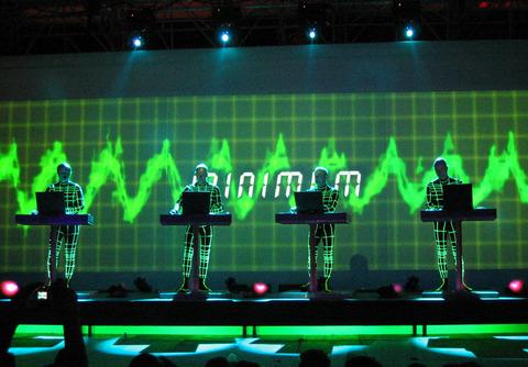 com-s-a-w-sawagimusic-TSCHAK_Kraftwerk