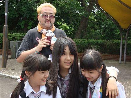 ロリコンキモヲタが鉄棒で遊ぶ女子小学生達に群がり動画撮影 「これは!これは!」と大興奮 [無断転載禁止]©2ch.netYouTube動画>3本 ->画像>51枚