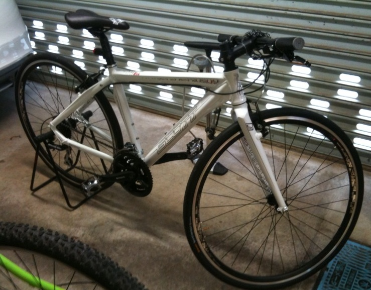 自転車の 自転車のタイヤ交換 自分で : 写真を撮る角度でも微妙に見え ...