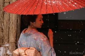 雪と赤い傘