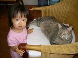 ミミちゃんを起こしてますっ。