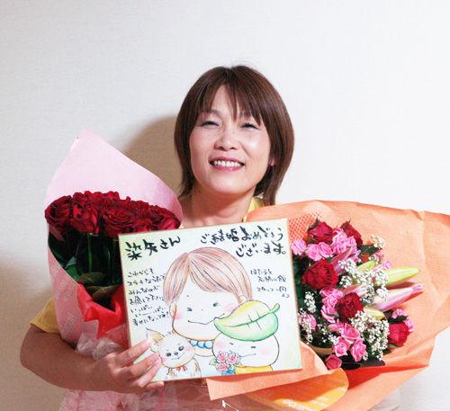 大きな花束と絵