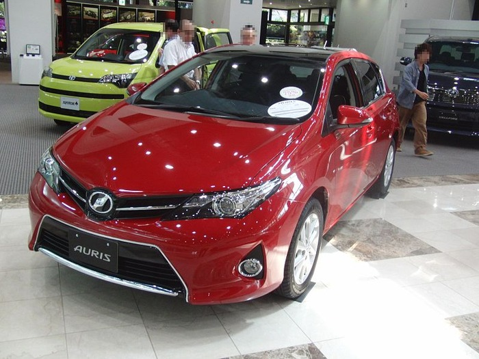 Toyota_AURIS_S_Package_1