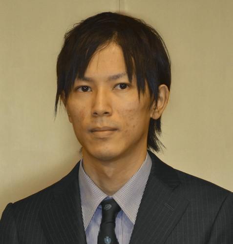 諫山創先生の初めてのスーツ姿