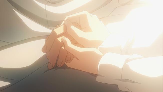 ミカサ、エレンの手を握る