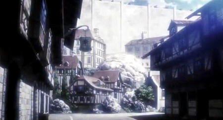 民家の間にある大岩