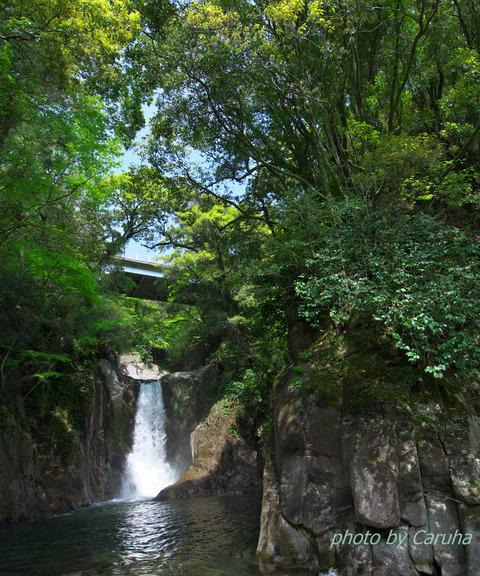 鳴沢の滝にて