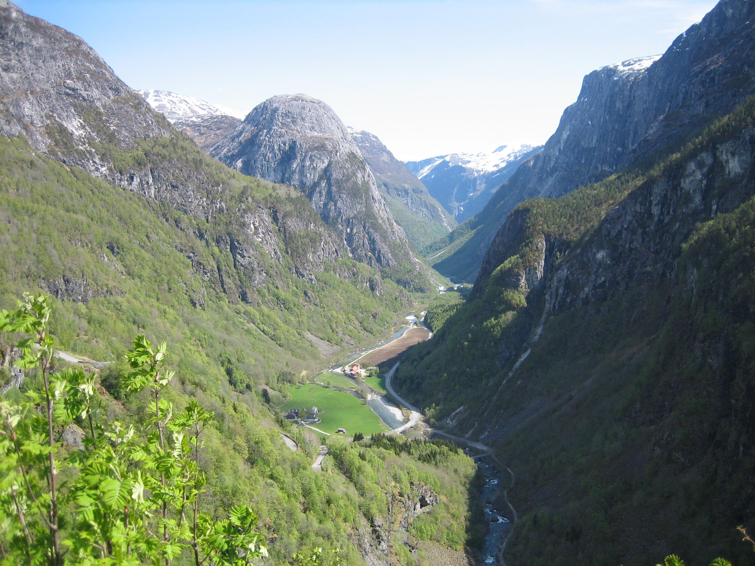 スタルハイム渓谷 ノルウエーの典型的な渓谷。 画になる。国立美術館にある画とそっくり。 ...