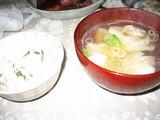 ワンタンスープと梅じそご飯