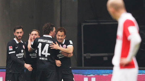 岡崎が2試合連続ゴール 2シーズン連続二桁得点を達成 海外の反応