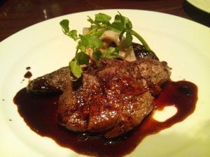 コース料理の和牛ステーキ