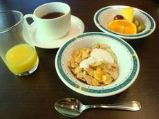 朝食のバイキング