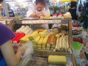 沖縄の市場 かまぼこ