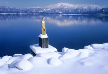 lake-statue