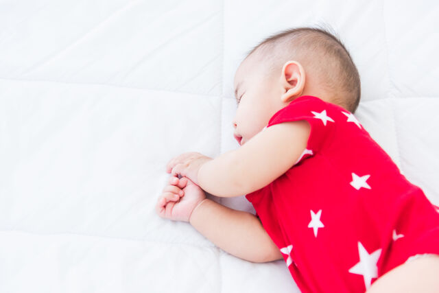 生活苦のシングルファーザーが深夜労働 ベビーベッドに置き去りの乳児が死亡
