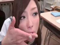 瀬名あゆむ JKが教室でフェラ