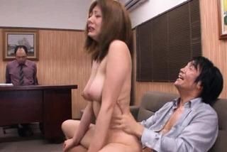 jp麻美ゆま/学校関係者のカップルとの会談です。彼らはいくつかのクソのために彼女を取得したいかを決定します。 Yuma Asami Asian teacher made to fuckeacher_yuma