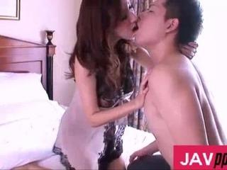 JULIA/若い男の精子を絞り取る痴女