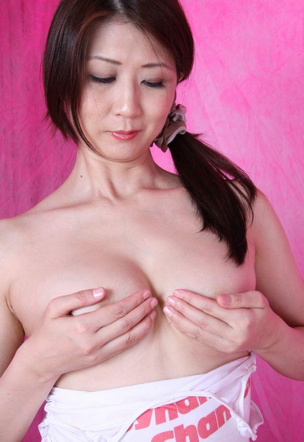 吉岡奈々子 手ブラ