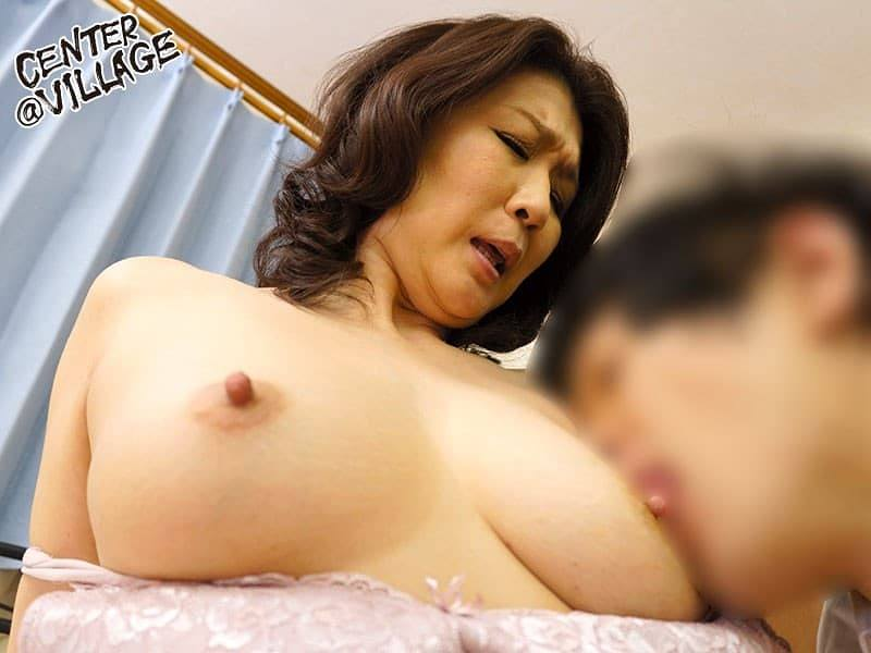 吉岡奈々子 乳舐め