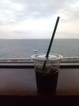 スタバと海