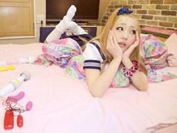 神奈川のヤンキー女子高生が学校をサボっていたら、おじさんに声をかけてきてラブホへ行っちゃった!