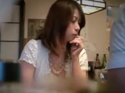 居酒屋で1人でご飯を食べていた人妻をナンパしてホテルでSEXしちゃう!