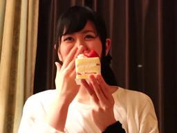 触れるだけでビクビク震える敏感体質のドM美女が誕生日にAV撮影しちゃう!