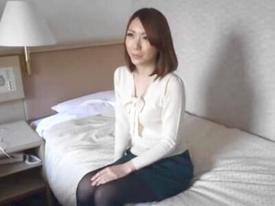 街中で美人妻をナンパして、ホテルに連れ込み即ハメしちゃう!