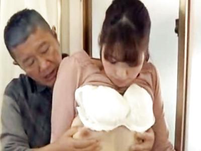 若妻の超エッチな身体つきに我慢できなくなった義父が強引にSEXしちゃう!