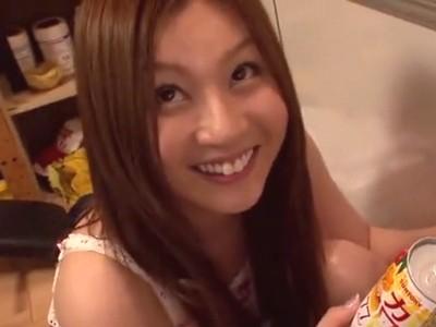 超絶美人な辰巳ゆいちゃんが素人宅を突撃して、すぐに激エロSEXしちゃう!