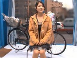 美人妻がアクメ自転車の振動に耐え切れず大量潮吹きしちゃう姿がめっちゃエロい!