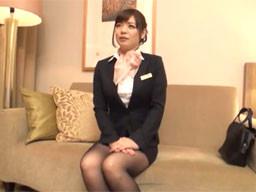 成田空港で仕事帰りの美人CAをナンパして、そのまま制服着衣ハメ撮り!