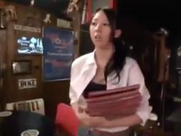 開店前のバーを訪問して短いインタビューと称して美人店員に近づきパコる!