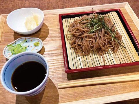 01【たっぷり食べられる10食入り!】青森県産生黒にんにく