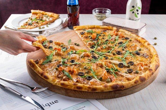 ピザ屋さん「毎日のように頼んでた客から10日も注文が来ない・・・妙だな」
